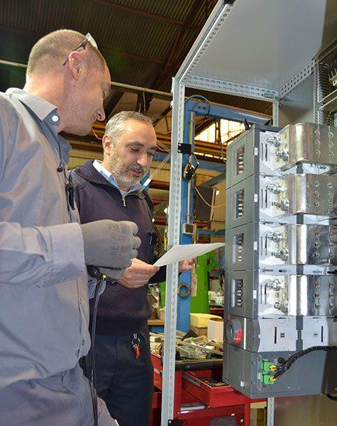 Antonio Rodrigo na área de Eletricidade do Departamento de Produção de Inmesol