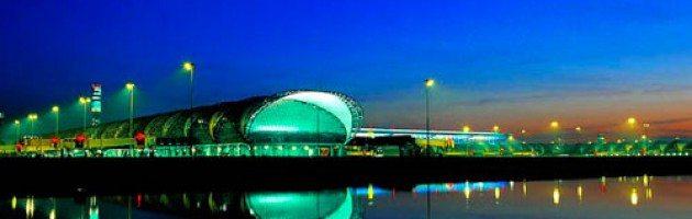 As torres de iluminação Inmesol, no aeroporto de Bangkok
