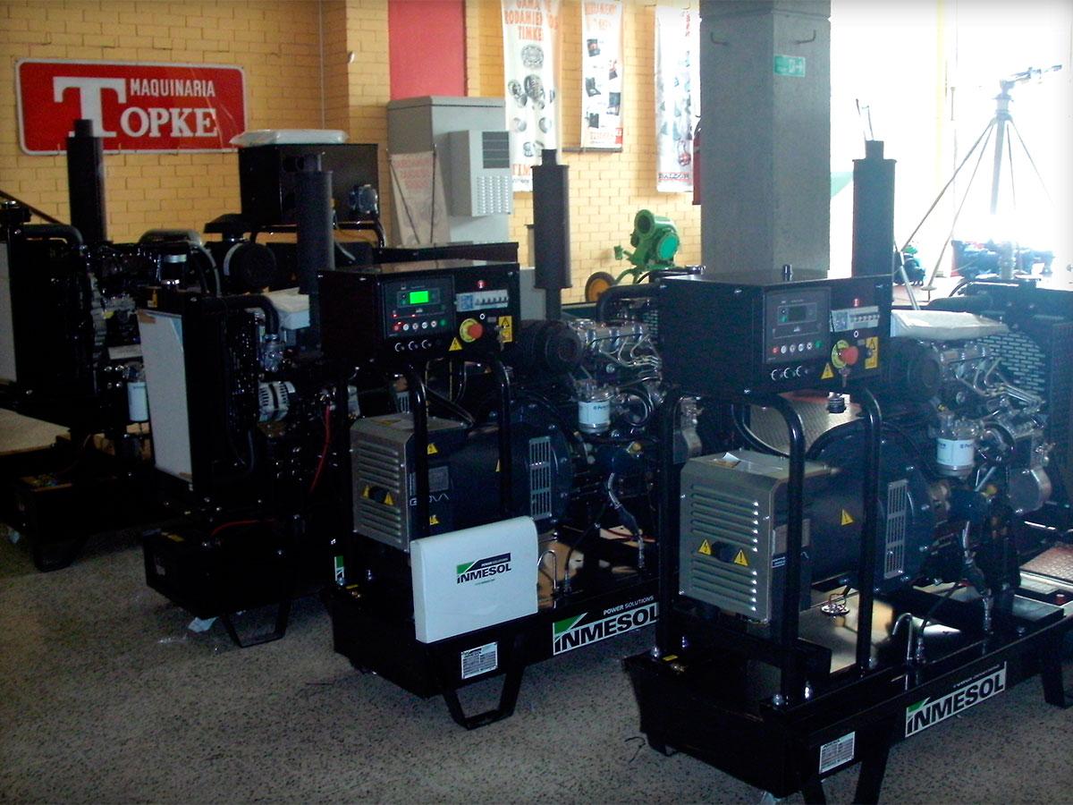 Grupos geradores em versão aberta com central de controlo digital