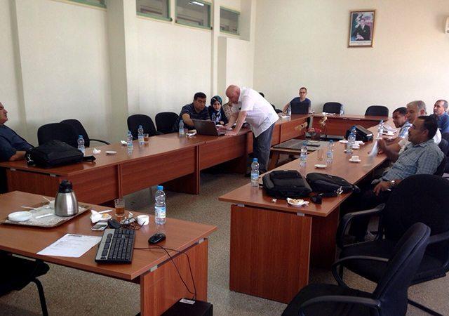 Eng. Hakan Ericsson, engenheiro da INMESOL, dando resposta às perguntas dos técnicos da ONCF e da TER
