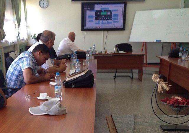 Eng. Hakan Ericsson a mostrar as possibilidades das unidades de controlo DEEP SEA