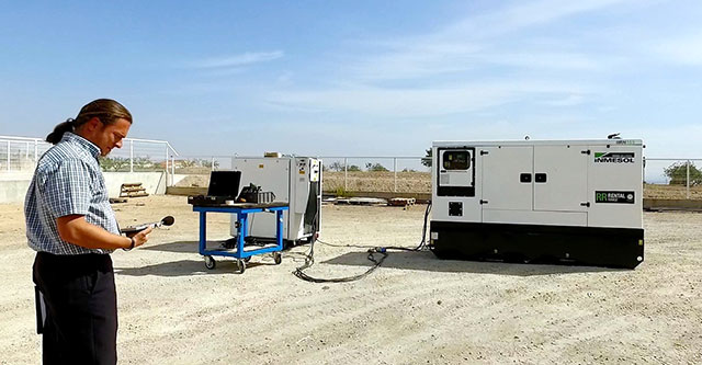 Sergio Frutos a realizar os testes de medição de emissões sonoras do equipamento IIRN-165