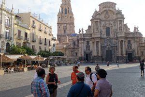 Visitando a Catedral de Múrcia, de estilo Gótico, Renacentista e Barroco