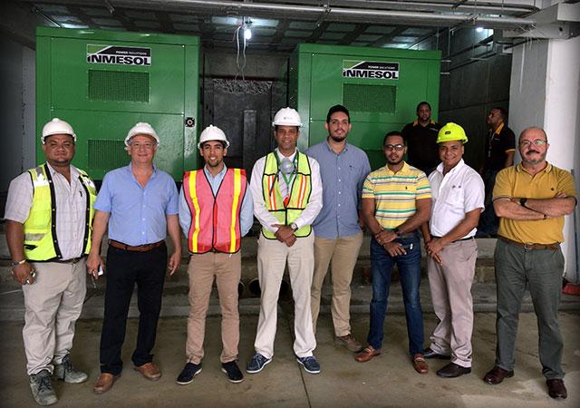 Directores técnicos de obra, técnicos de manutenção do hospital, técnicos instaladores e técnicos comerciais após a instalação e colocação em serviço dos grupos electrogéneos