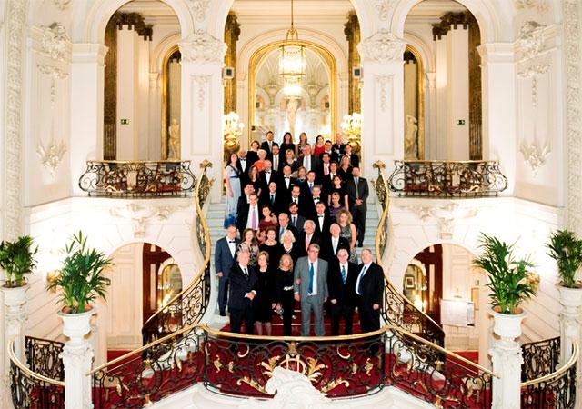 Fotografia de grupo dos participantes na celebração