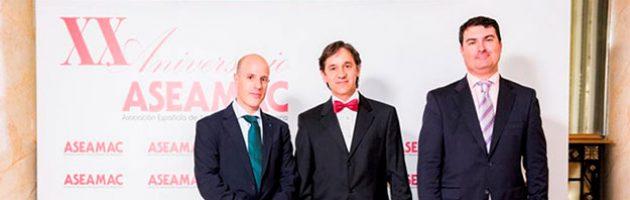 Da esquerda para a direita: Joaquín Cazorla (Dep.º. Vendas Nacionais da INMESOL), Jordi Torres (membro da Junta Diretiva da ASEAMAC) e Ignacio Morell (Dep.º Vendas Nacionais da INMESOL)