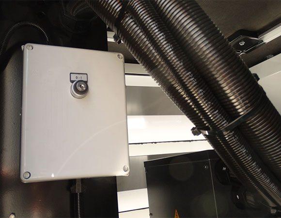 Carregador responsável por manter as baterias carregadas