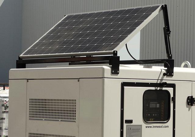 Painel solar que alimenta o carregador de bateria