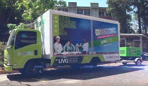 Steam Truck a transportar o sistema de geração de energia móvel INMESOL, modelo IK-015