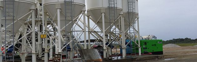 Grupo eletrogéneo de 440 kVA LTP na central de betão localizada no Centro Espacial da Guiana