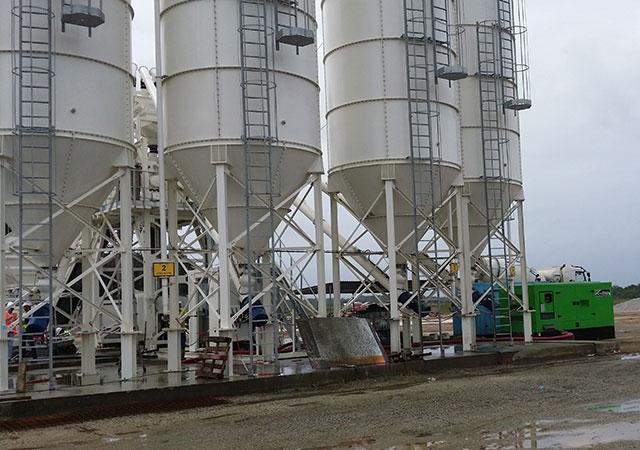 Grupo electrogéneo de 440 kVA LTP na central de betão localizada no Centro Espacial da Guiana