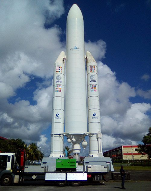 Grupo electrogéneo em emergência INMESOL recém-chegado ao Centro Espacial da Guiana